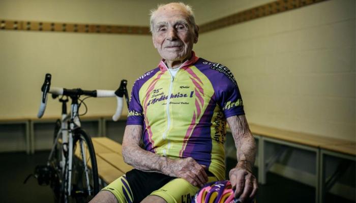 คุณปู่ โรแบร์ มักฌอง วัย 106 ปี ครองสถิติโลกปั่นจักรยาน